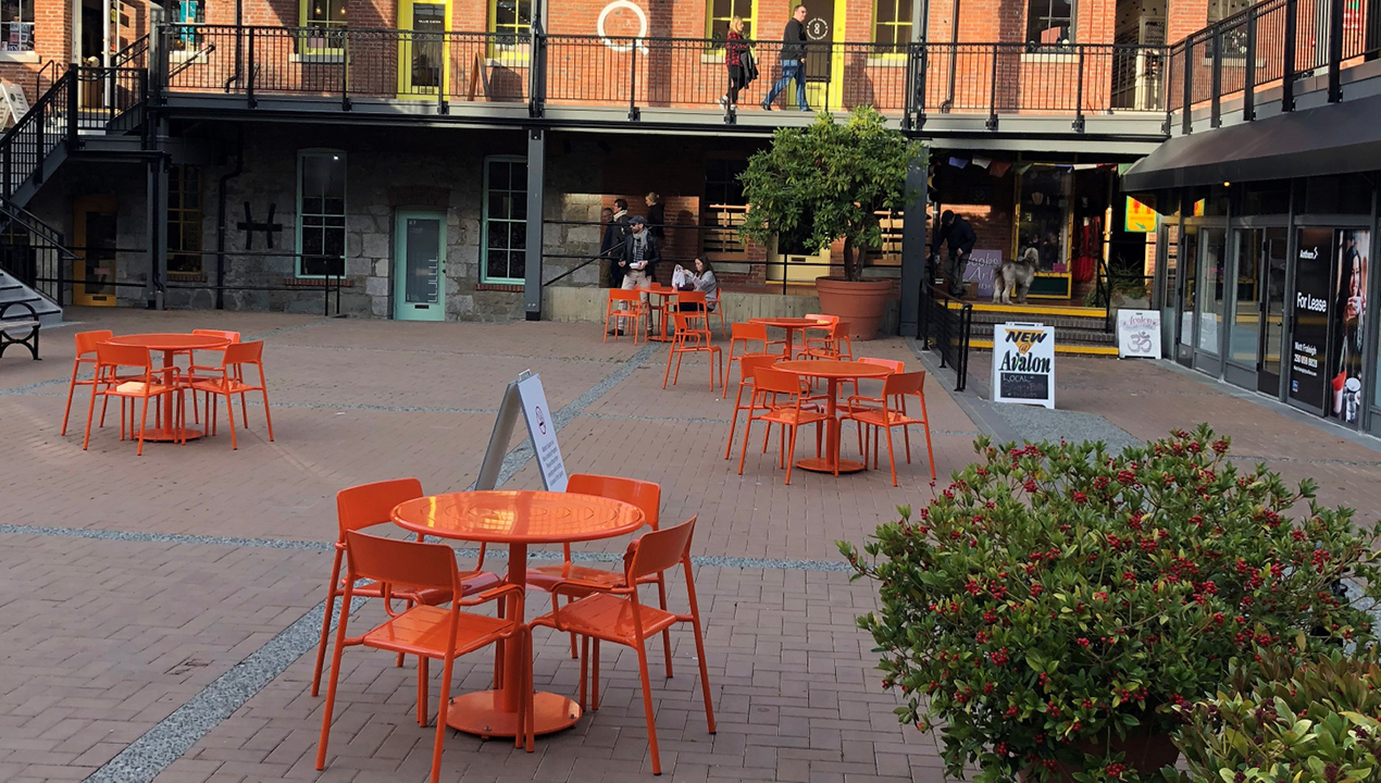 Foro collection table and chairs in orange