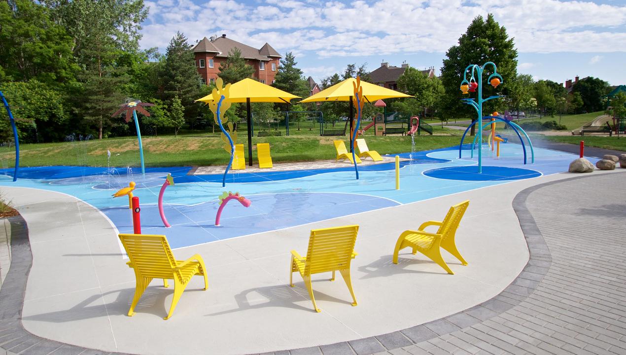700 Series - 720 Metal Chairs surrounding splash pad